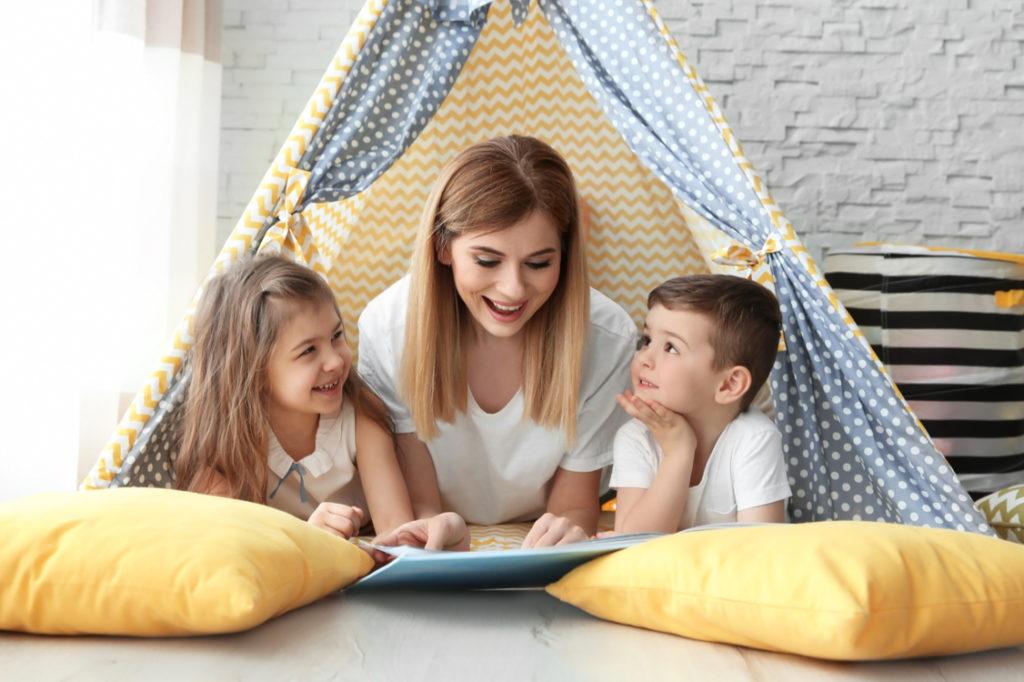 Babysitter's Brilliant Hack Keeps Kids Completely Occupied