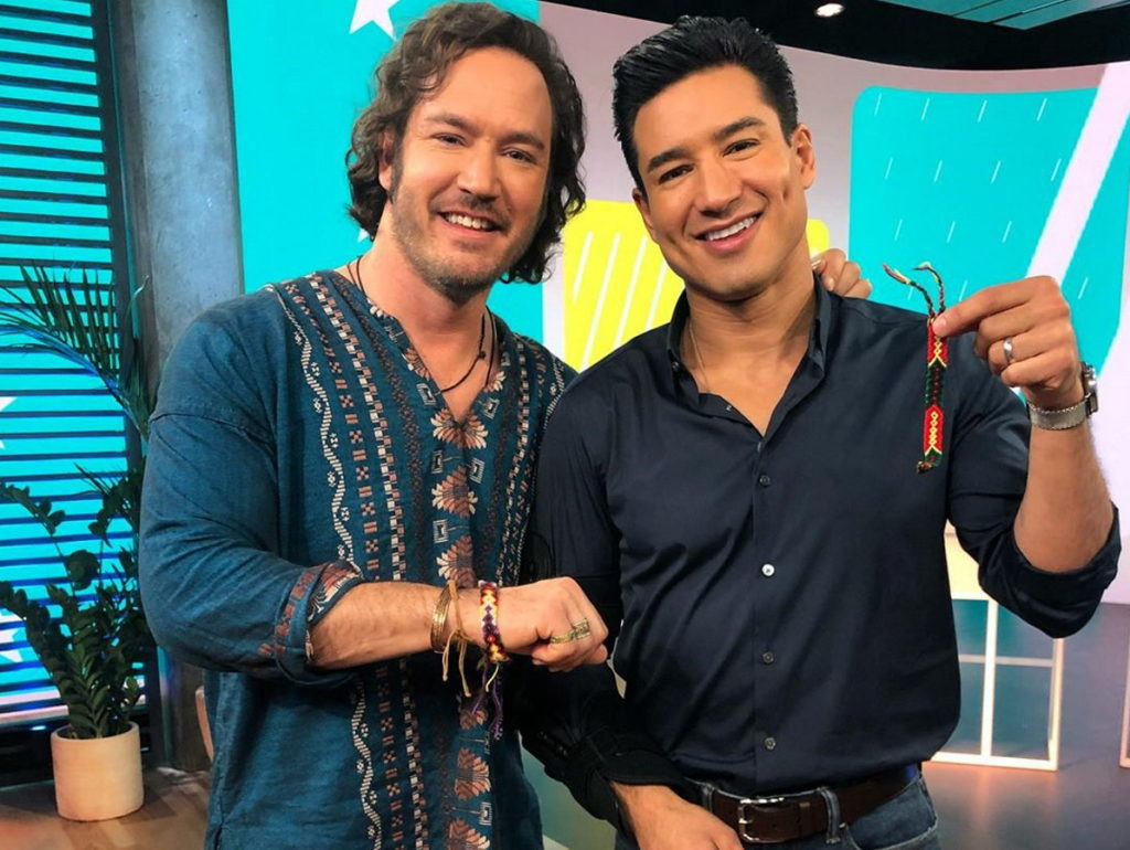 Mark-Paul Gosselaar as Zack and Mario Lopes as Slater on the set of the reboot