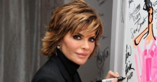 Lisa Rinna Prefers Her Chicken Soup With a Cheese Twist